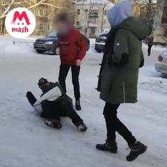 "Mash/Мэш on Instagram: ""В Петербурге школьники избивали после уроков бездомных ради развлечения. _____ #mash_breaking #breaking_mash #mash_трэш #Пе"