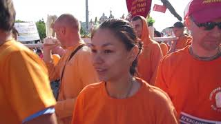 "Грандиозная маха-харинама в ОМске на Сибирском спортивном марафоне""СТАРТ"" ."