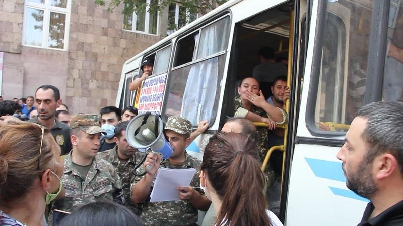 Աստված ջան երանի տանեն Երևանում դեպի Արցախ մեկնող կամավորների մեծ հոսք է