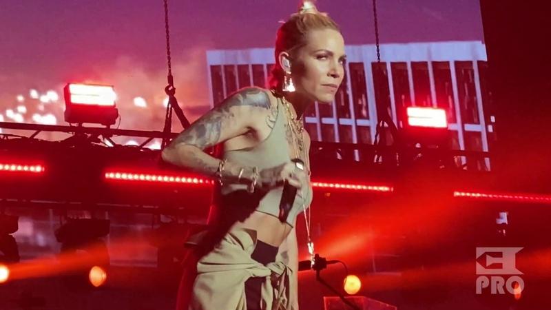 Eminem Skylar Grey - Love the Way You Lie (Abu Dhabi, Du Arena, 25.10.2019)