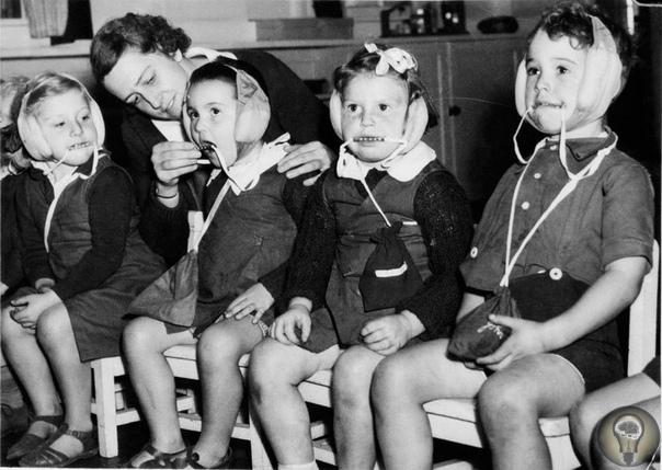Еще один жуткий кадр о детстве во время войны...