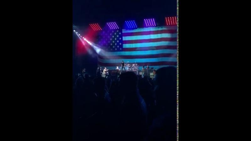 Kid Rock says F**k Colin Kaepernick Mid Song at Fenway Concert Live