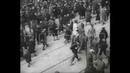 Policja żydowska z getta warszawskiego prowadzi swoich na śmierć