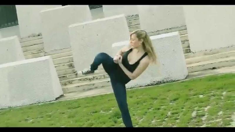девушка с хорошими спортивными даными Фитоняшки бикини бикинистки бикини фитнес fitnes бодифит