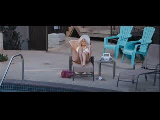 """Подглядывание за голой венди ванден хювел и райли кио """"под сильвер-лэйк"""" (2018)"""