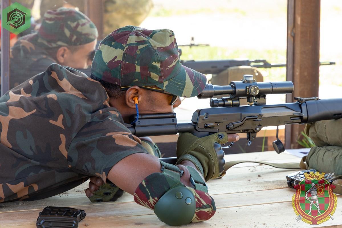 Photos de nos soldats et des Bases Marocaines - Page 7 7cS95Xg7zV4