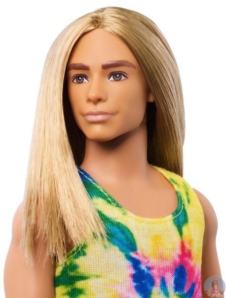Похоже, компания Mattel не оставляет попыток выпустить  Барби здорового человека: среди новинок кукла с витилиго и даже Кен с длинными волосами