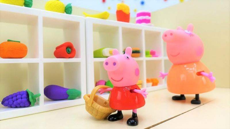 Peppa Pig compra fruta para hacer una tarta Juguetes Peluches Vídeo infantil