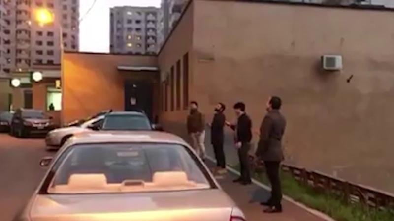 Երեւանի պետական կամերային երգչախմբի մեներգիչների անակնկալը՝ մեկուսացած բնակիչների համար