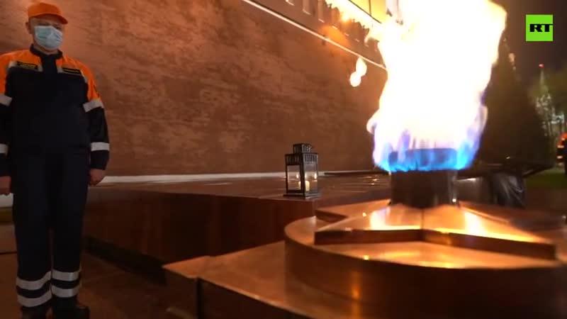 В Александровском саду в преддверии 75 летия Победы провели профилактику Вечного огня на Могиле Неизвестного Солдата