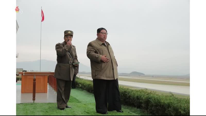 경애하는 최고령도자 김정은동지께서 조선인민군 항공 및 반항공군 저격병구분대들의 강하훈련을 지도하시였다-