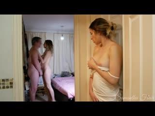 Мужик дрючит деваху, пока вторая смотрит и дрочит порно секс мамки чужие жены ебля член киска пизда ебаться сперма попка сиськи