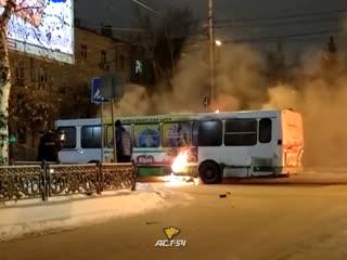 Автобус горит на Комсомольском проспекте