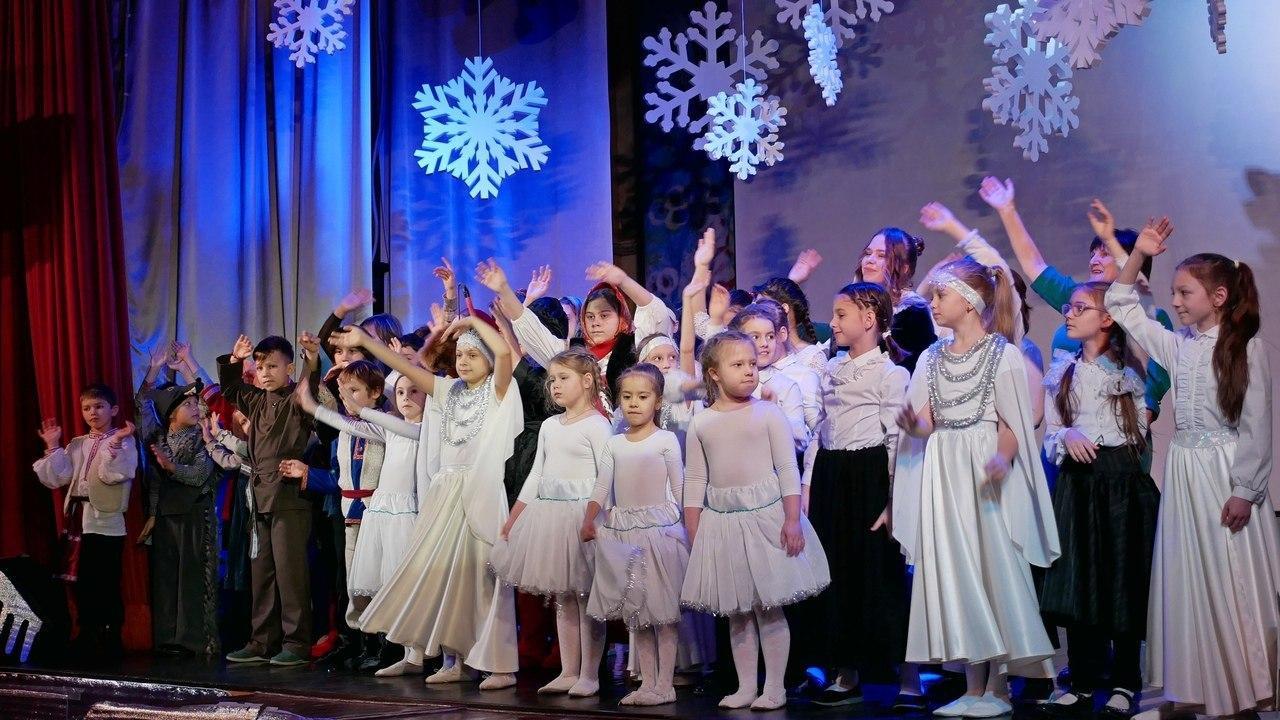 Воскресная школа при храме на Покровской посетила спектакль в храме на 1-й Вольской