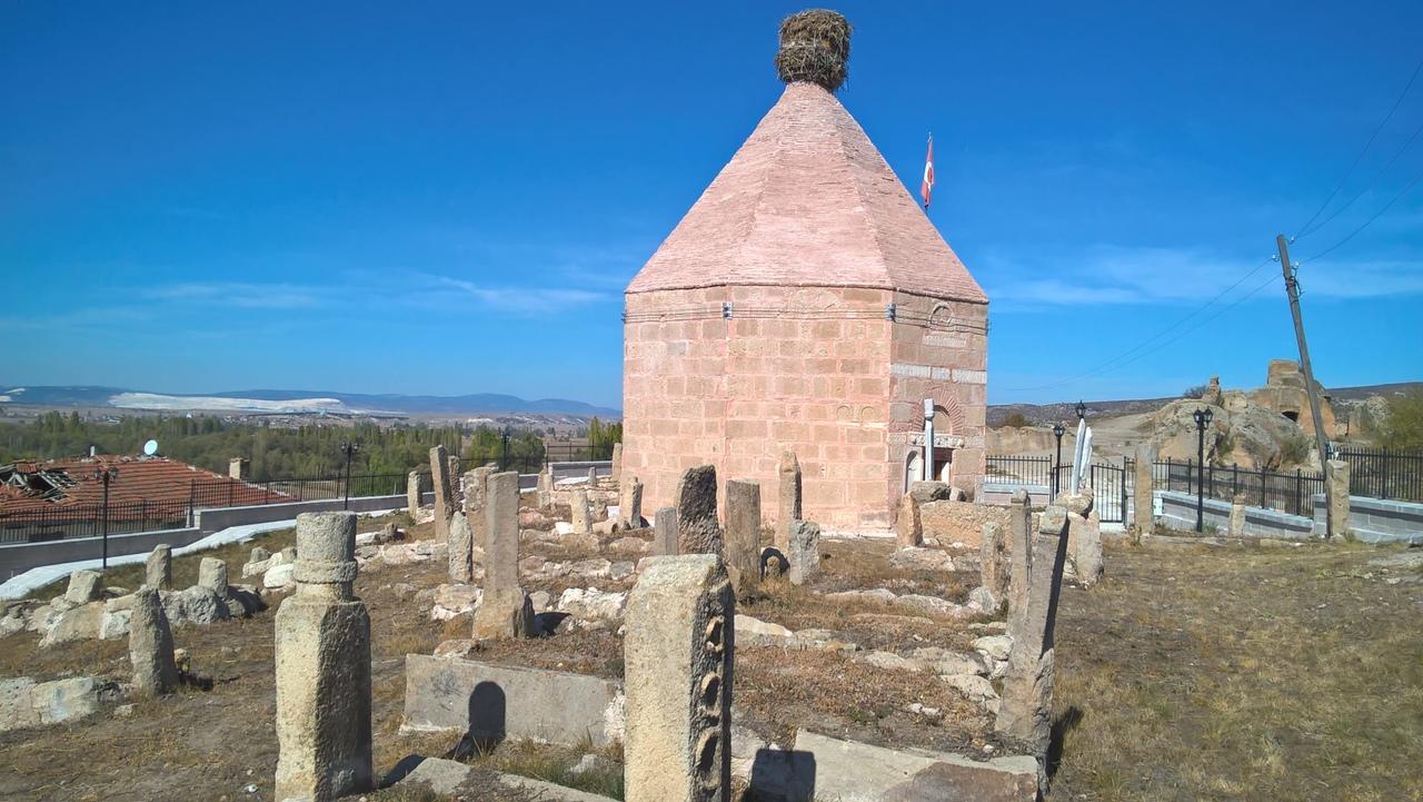 старинное мусульманское кладбище и фригийская крепость