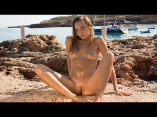 Katya Clover - Let's talk about Nudism (Русские субтитры)