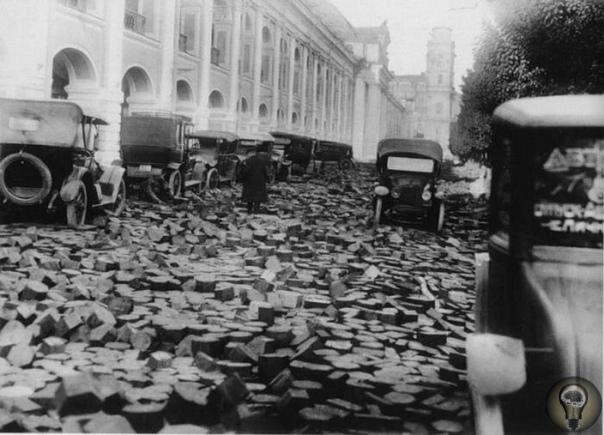 ДЕРЕВЯННЫЕ МОСТОВЫЕ. С дорогами в России всегда было не просто, как и с логистикой в целом. Обеспечение страны качественными дорогами считалось сложной задачей по целому ряду причин. До XIX века
