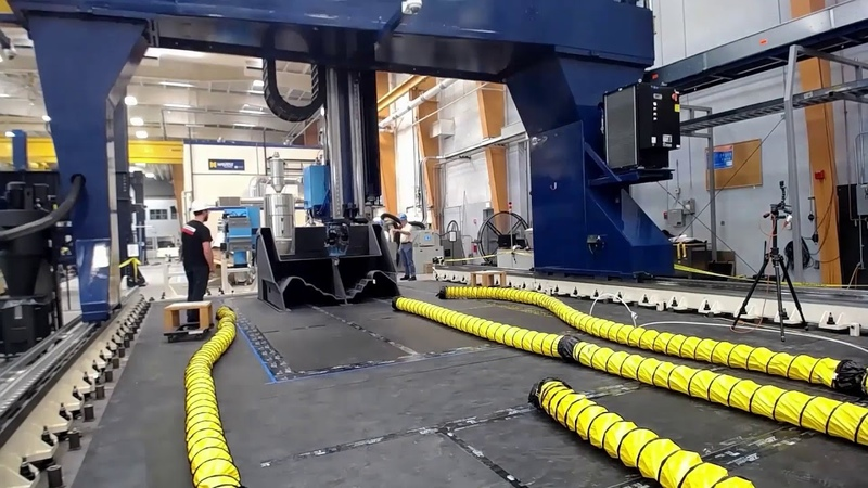 Time-lapse of the World's Largest 3D Printed Boat