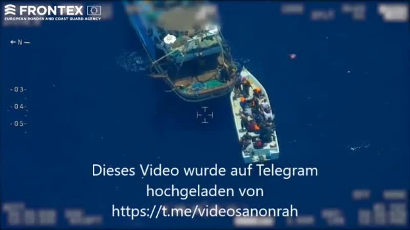 Was Sie hier sehen ist die Vorbereitung von Medienbilder Flüchtlinge stranden mit kleinem Boot an Europas Küste