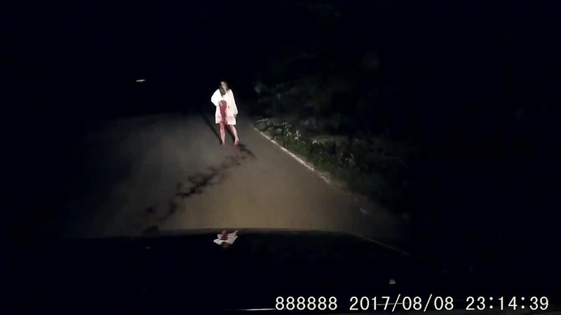 (USA) Scary Ghost Woman with a knife on the road at night caught on dashcam