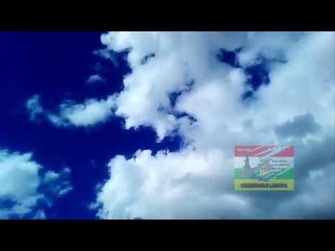 EL CIELO ES AZUL OSCURO VIVO el cielo más azul vivo que has visto en tu vida