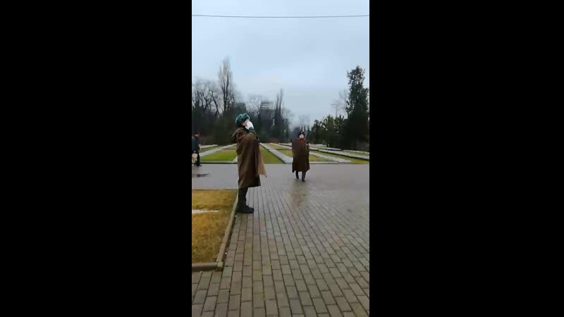 Краснодар Смена караула у памятника солдату Алёше