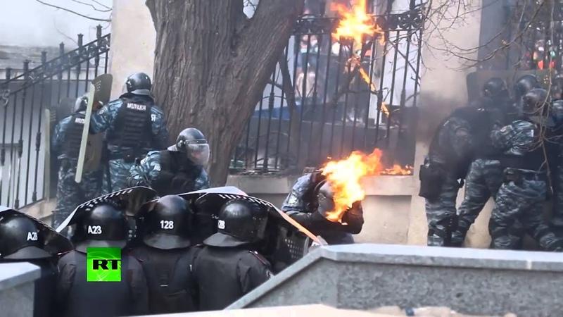 Беркут в огне свыше 100 правоохранителей пострадали при столкновениях в Киеве