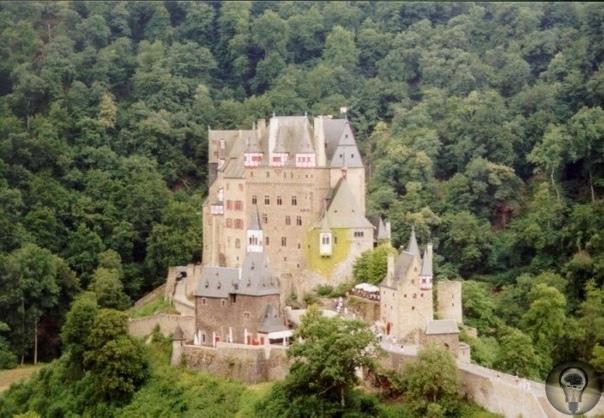 ЭТОТ СКАЗОЧНЫЙ ЗАМОК СУЩЕСТВУЕТ НА САМОМ ДЕЛЕ Фотография выглядит, как кадр из сказочного фильма. Но это не декорация! Это замок Эльц в Германии. Построен очень давно - предположительно, в XI
