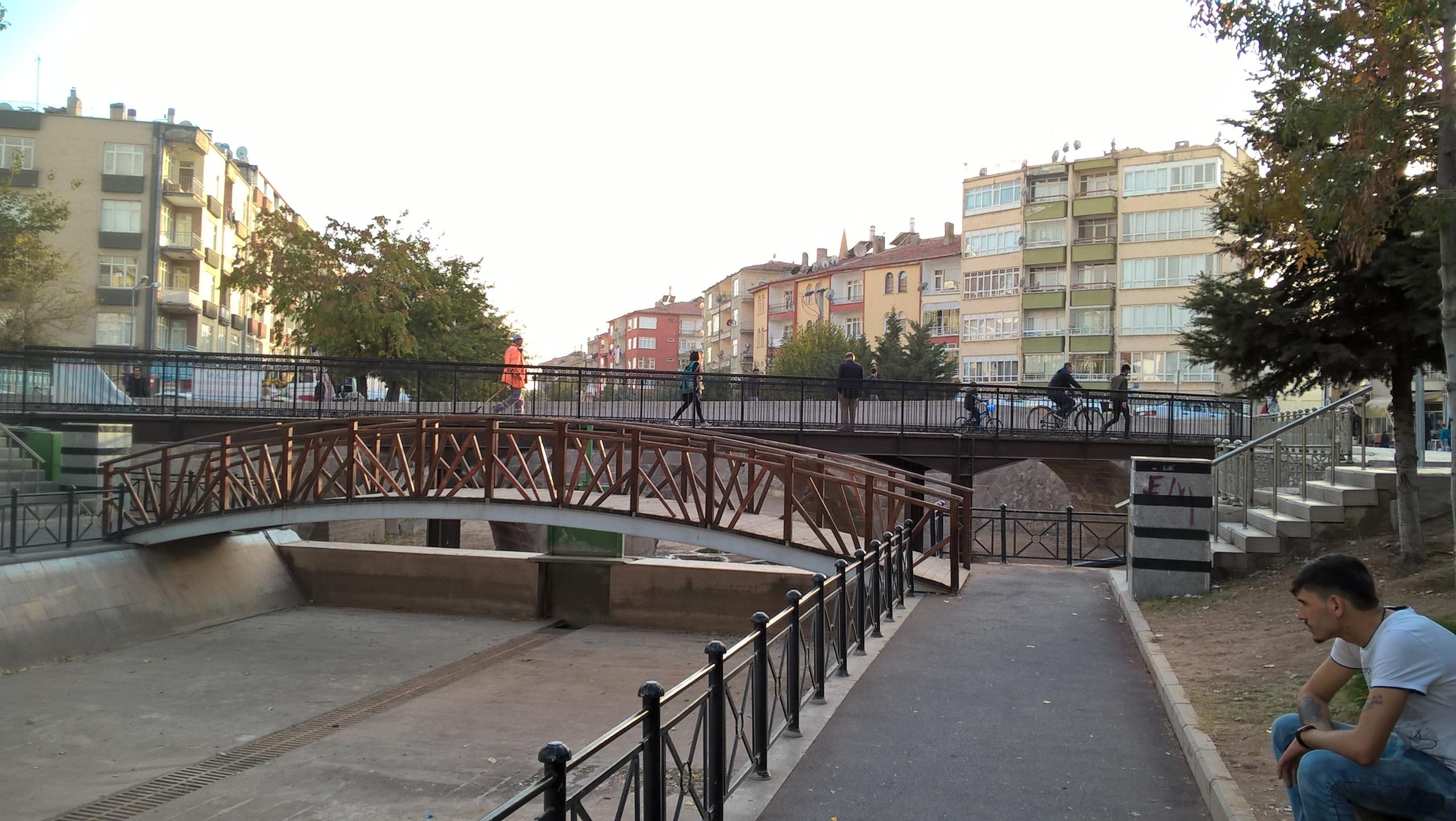 сразу три моста в центре города Аксарай