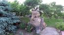 как сделать декоративную скалу и клумбы из натурального камня. перед домом.