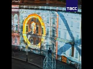 В Петербурге на Дворцовой площади прошло световое шоу в честь Дней Эрмитажа