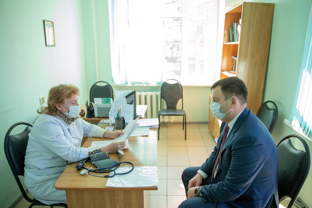 Глава Администрации Таганрога Андрей Лисицкий 22 января вакцинировался от COVID-19 Спутником V