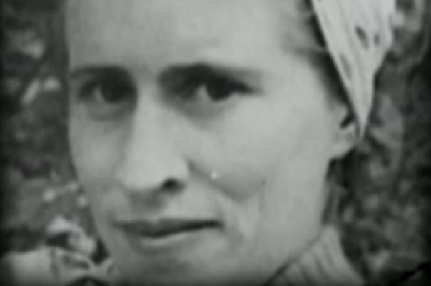 Антонина Макарова. «Тонька-пулемётчица» Женщина, ставшая палачом так называемого Локотского округа, получила печальную известность под прозвищем «Тонька-пулемётчица».Она родилась в 1920 году на