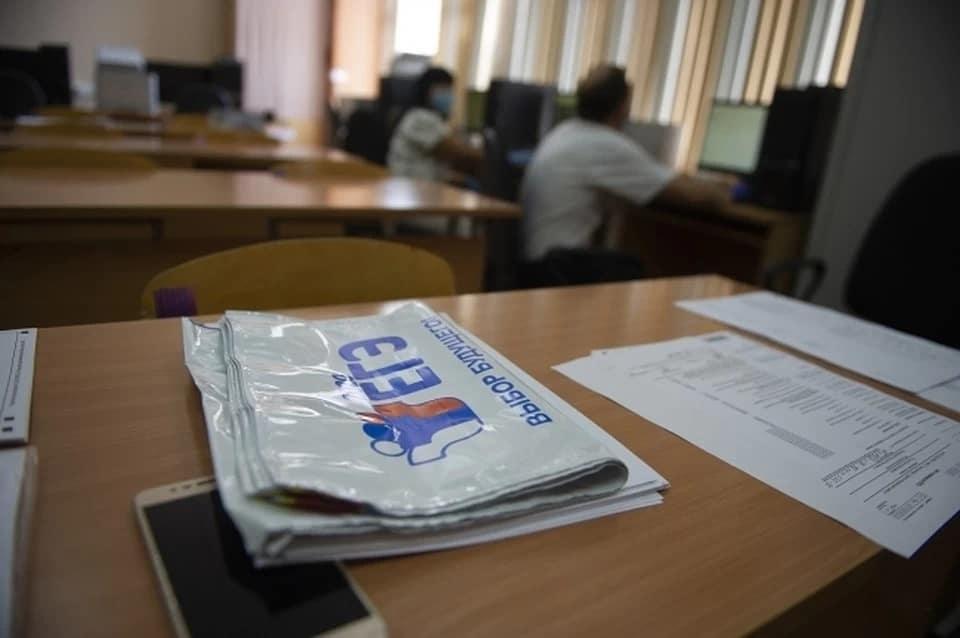 В школу №3 города Петровска доставили новые компьютеры для организации ЕГЭ по информатике