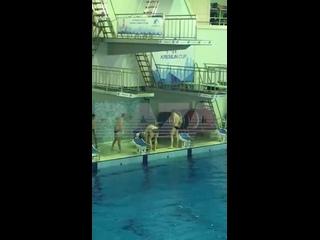 В Москве на соревнованиях по прыжкам в воду 12-летний пловец из Казани при прыжке ударился головой о вышку