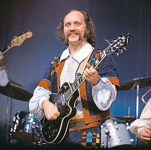 Владимир Мулявин Владимир Георгиевич Мулявин. Родился 12 января 1941 года в Свердловске (ныне Екатеринбург) - умер 26 января 2003 года в Москве. Советский и белорусский музыкант, эстрадный певец