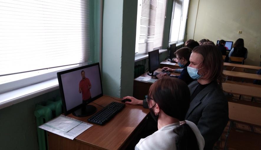 Студенты Петровского политеха обсудили правила безопасности в сети Интернет