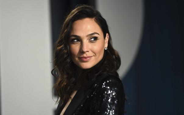 Галь Гадот станет новым агентом 007 и Итаном Хантом Deadline сообщает, что актриса получила главную роль в масштабном шпионском боевике «Сердце из камня», авторы которого вдохновляются «Джеймсом