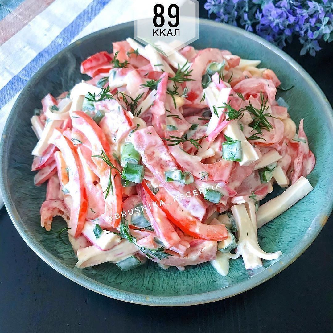 Вкусный салат с крабовыми палочками и сладким перцем