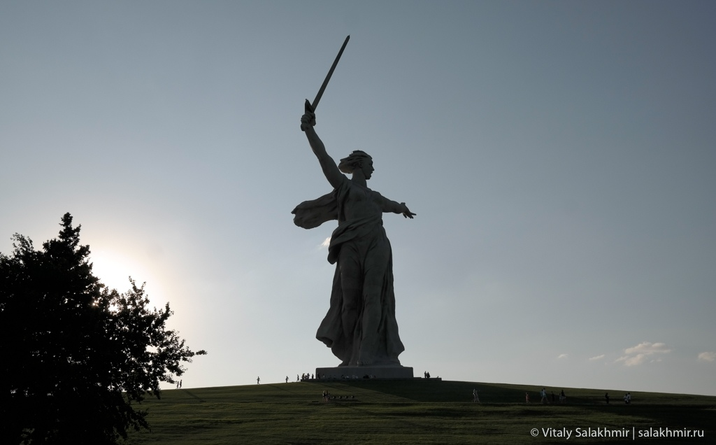 Скульптура Родина-мать зовет, Волгоград 2020