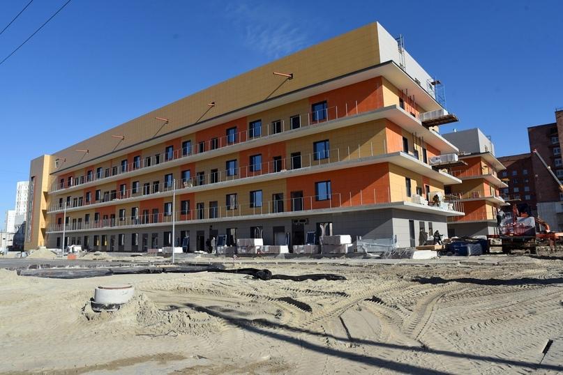 Завершается строительство инфекционного корпуса курской областной клинической больницы.