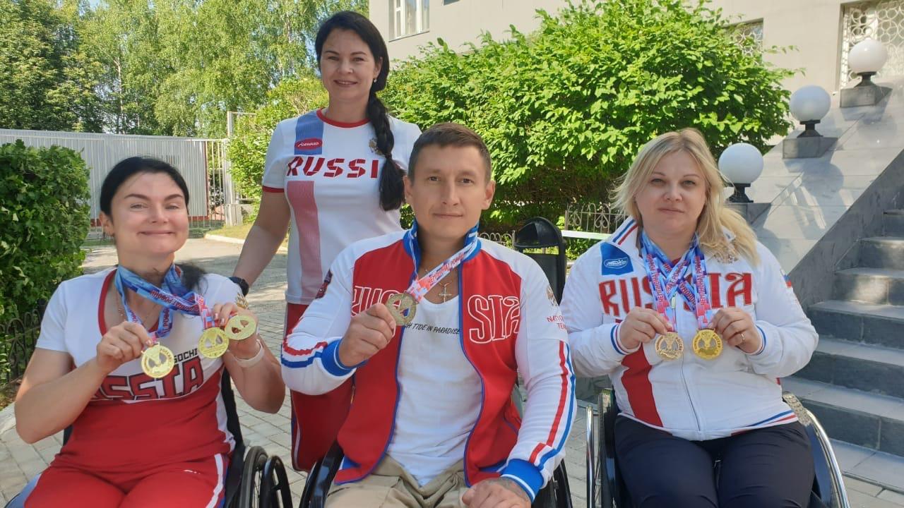 спортсмены и тренер ЦСК