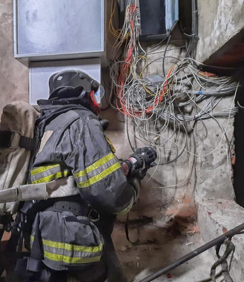 Вчера огнеборцы 254-й пожарной части #Мособлпожспас провели пожарно-тактические занятия по тушению условного пожара в высотном жилом доме городского округа Электрогорск 🚒👩🚒