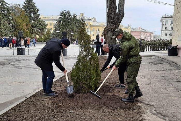 В Таганроге в День древонасаждений высадили около 1000 деревьев и 1500 кустарников разных пород