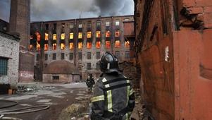 Владимир Путин наградил тушивших «Невскую мануфактуру» пожарных орденами Мужества