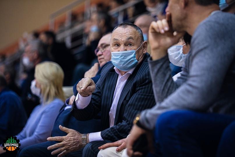 Виктор Ганиенко на пятом матче полуфинала «Уралмаш» — «Темп»