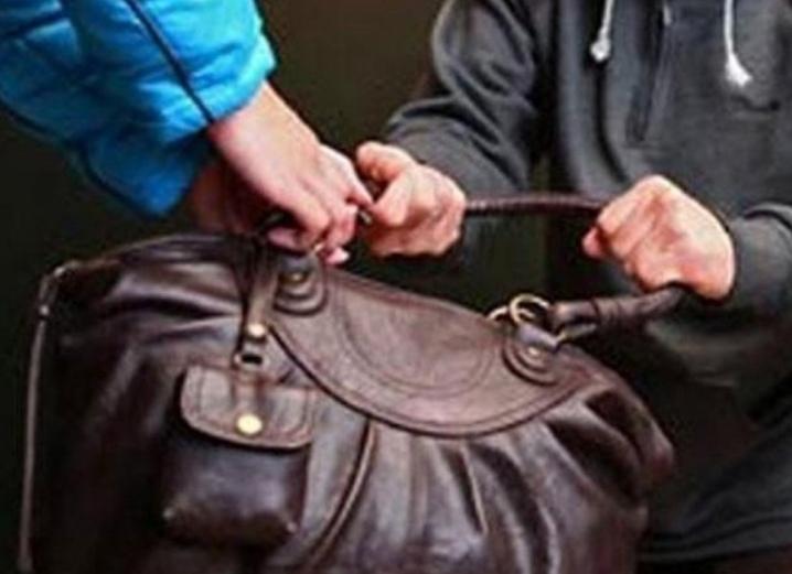 В отдел полиции областного центра с заявлением обратилась 63 –летняя пенсионерка...