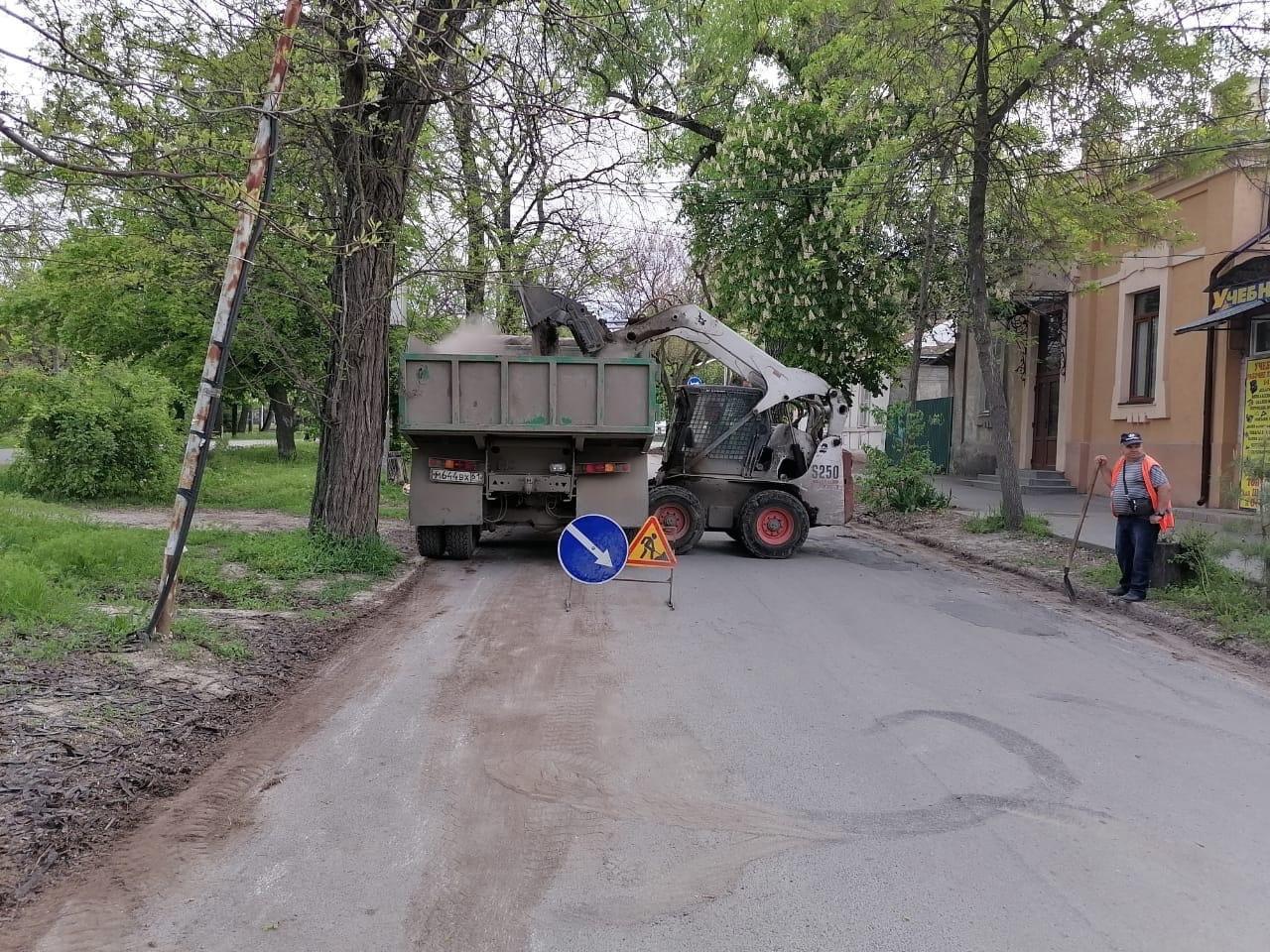 МКУ «Благоустройство»: В Таганроге продолжается уборка автомобильных дорог