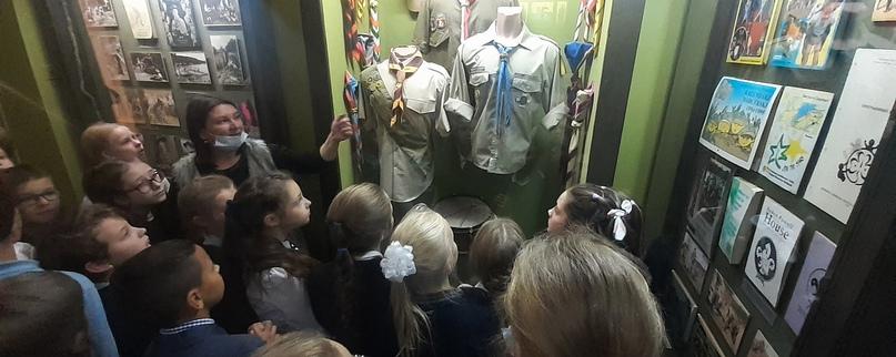 23 сентября учащиеся школ г. Пушкин побывали в Историко-литературном музее на экскурсии, которая была посвящена движению скаутов