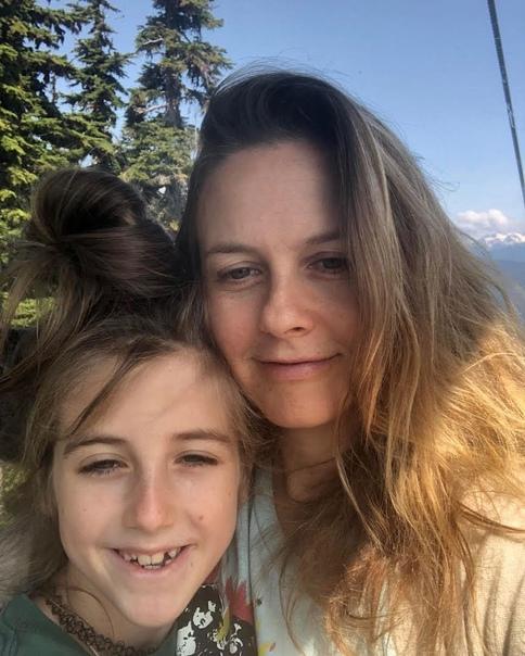 «Он болел дважды в жизни»: Алисия Сильверстоун никогда не водила девятилетнего сына к врачу